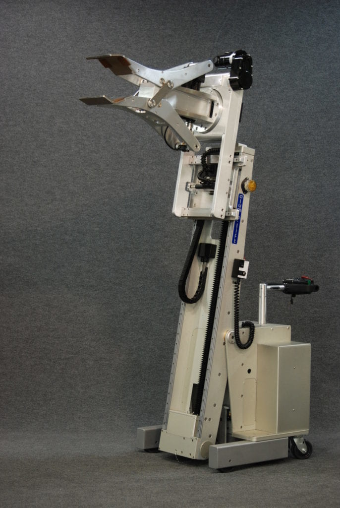 Powered Clamp Lift with Tilting Mast for Extracting Cylinders