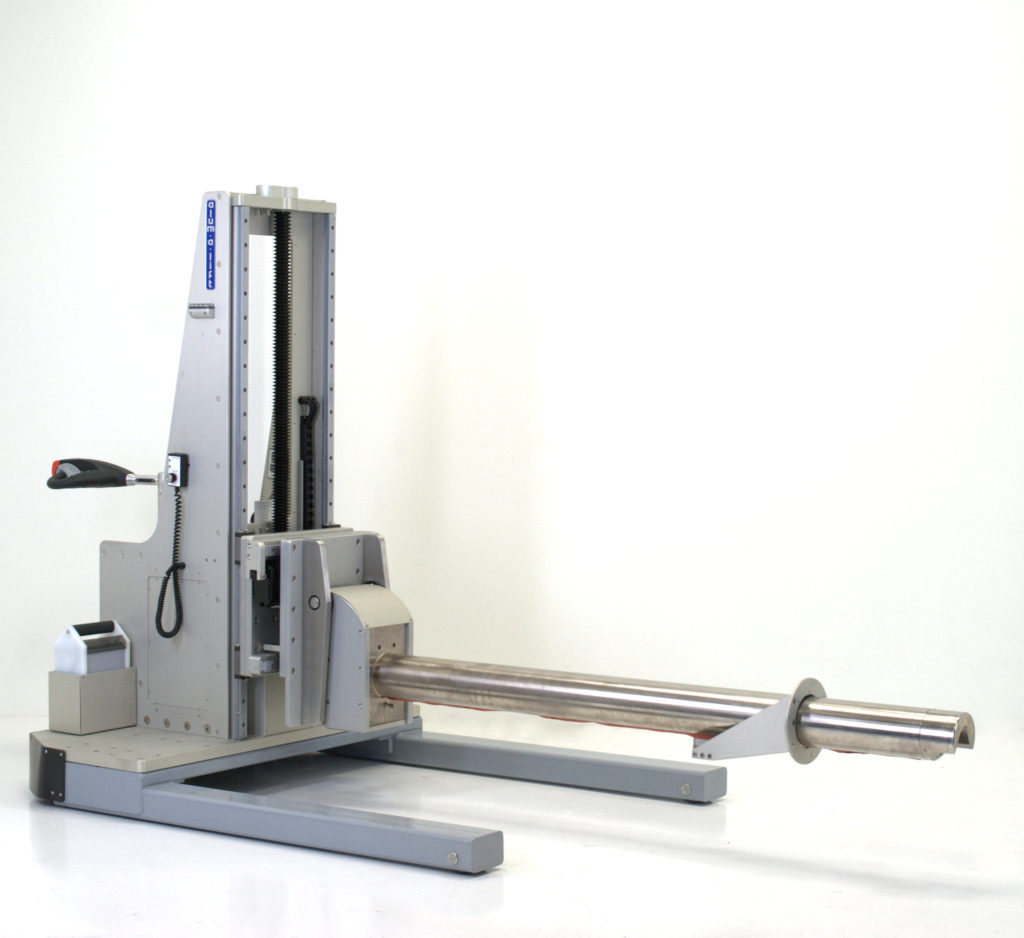 Mobile Powered Roll Pusher Lift with Integrated Docking Tip